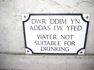 A sample bilingual Welsh sign
